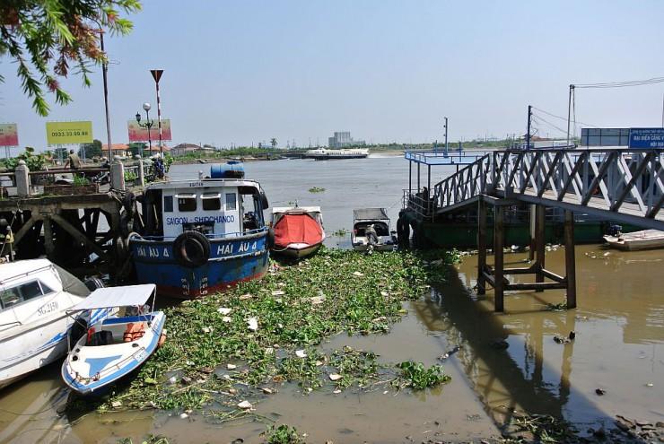 サイゴン川の船着場