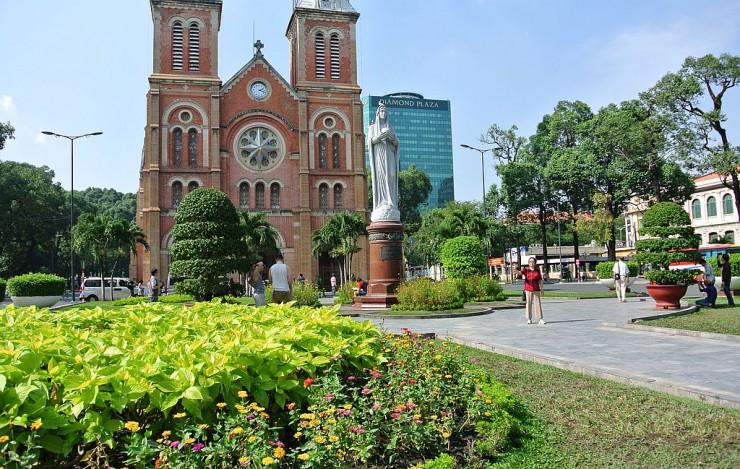 ドンコイ通りはサイゴン大教会から