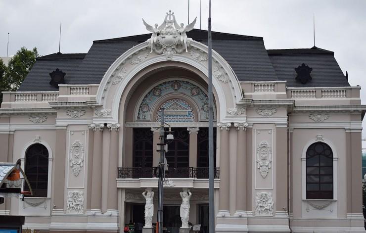 市民劇場が中間点
