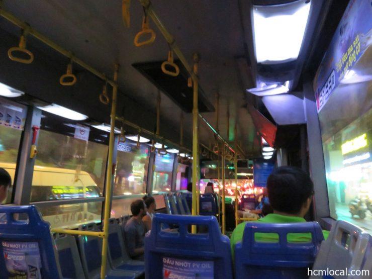 エアコンが効く152番バス車内